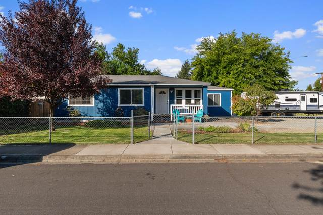 8289 Kimberly Court, White City, OR 97503 (MLS #220133622) :: Vianet Realty