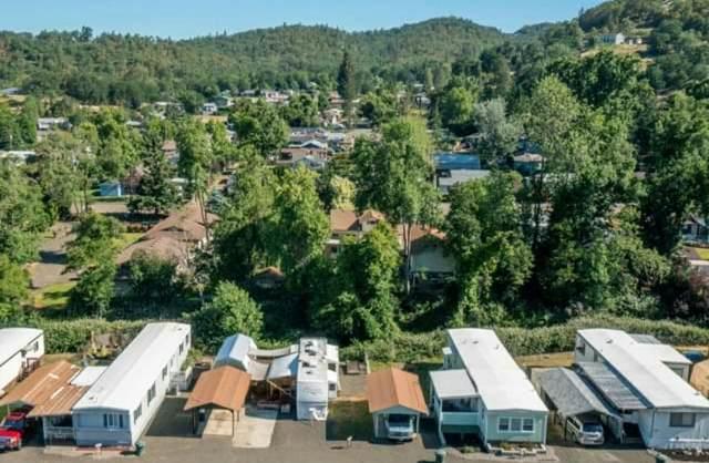 133 NE Neptune Court, Roseburg, OR 97470 (MLS #220133668) :: Chris Scott, Central Oregon Valley Brokers