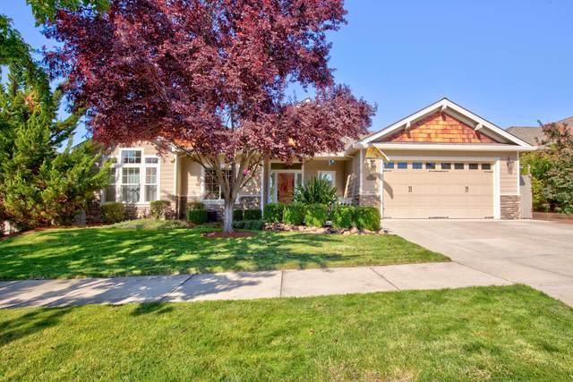3791 Calle Vista Drive, Medford, OR 97504 (MLS #220133714) :: Oregon Farm & Home Brokers