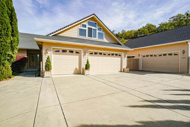 128 Monterey Drive, Medford, OR 97504 (MLS #220133715) :: Bend Homes Now