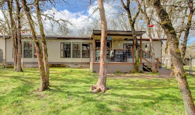 5723 Old Stage Road, Central Point, OR 97502 (MLS #220133718) :: FORD REAL ESTATE