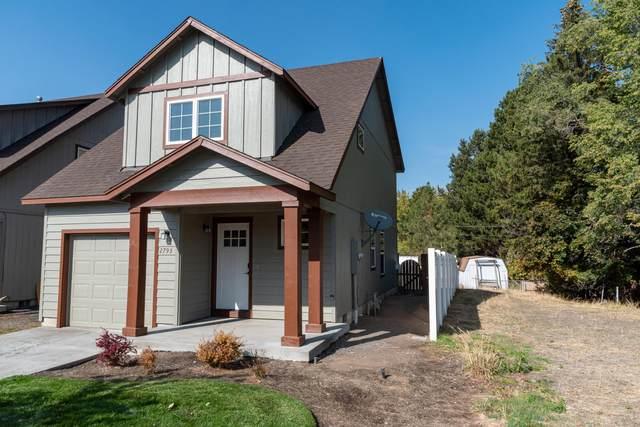 2793 SW Indian Avenue, Redmond, OR 97756 (MLS #220133806) :: Central Oregon Home Pros