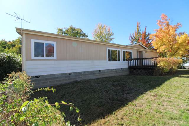1135 Doneen Lane, Grants Pass, OR 97526 (MLS #220133823) :: Coldwell Banker Sun Country Realty, Inc.