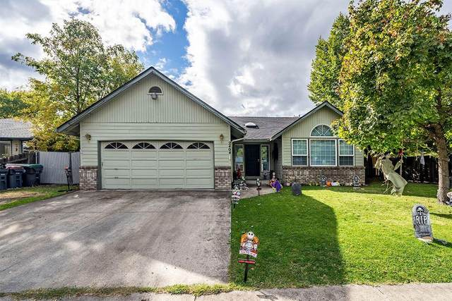 2404 Pheasant Lane, Medford, OR 97504 (MLS #220133850) :: Bend Relo at Fred Real Estate Group