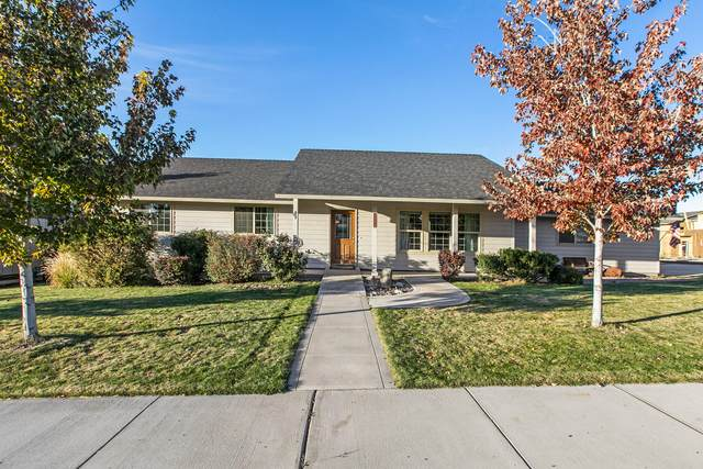 825 NW Poplar Place, Redmond, OR 97756 (MLS #220133858) :: Coldwell Banker Sun Country Realty, Inc.