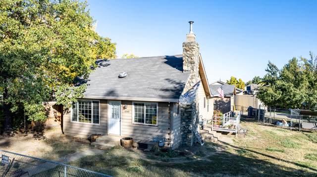 1040 Maple Park Drive, Medford, OR 97501 (MLS #220133875) :: Vianet Realty
