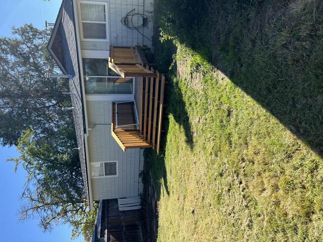 1504 Prune Street, Medford, OR 97501 (MLS #220133883) :: Vianet Realty
