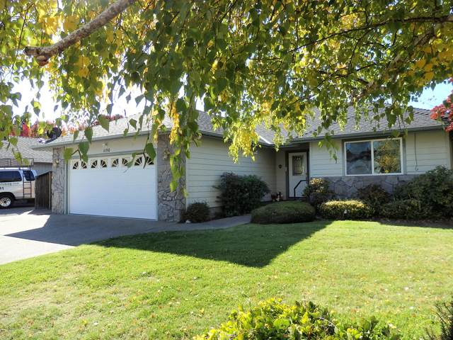 1150 SE Krystin Place, Grants Pass, OR 97527 (MLS #220133903) :: Coldwell Banker Sun Country Realty, Inc.