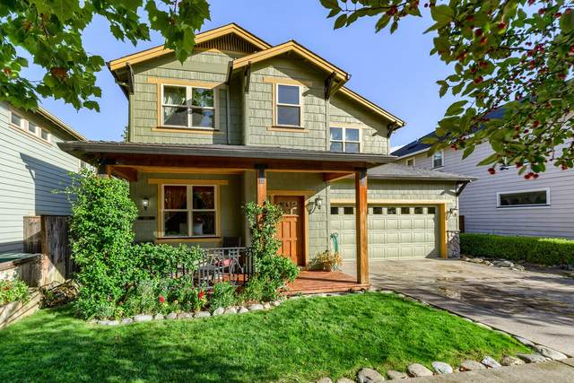 2691 Mickelson Way, Ashland, OR 97520 (MLS #220133933) :: The Ladd Group