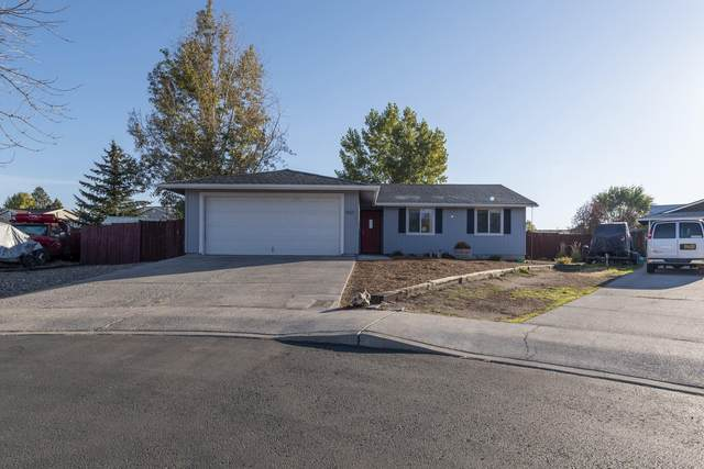 937 NW Maple Court, Redmond, OR 97756 (MLS #220133953) :: The Ladd Group