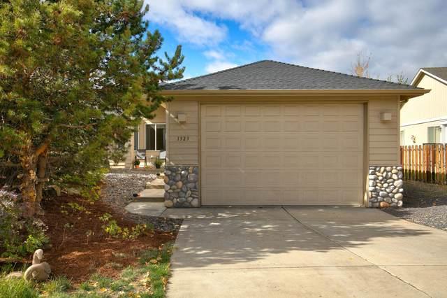 1323 NE Dawson Drive, Bend, OR 97701 (MLS #220133973) :: Chris Scott, Central Oregon Valley Brokers