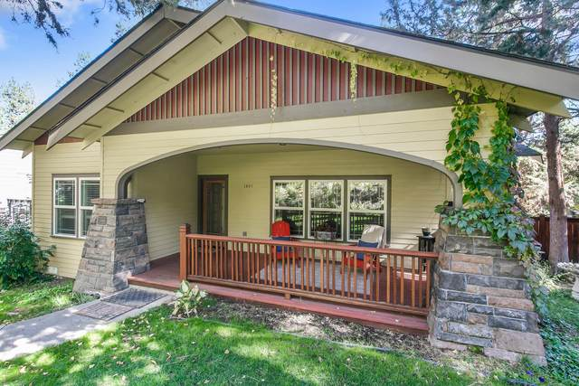 1684 NW Albany Avenue, Bend, OR 97703 (MLS #220133978) :: Chris Scott, Central Oregon Valley Brokers