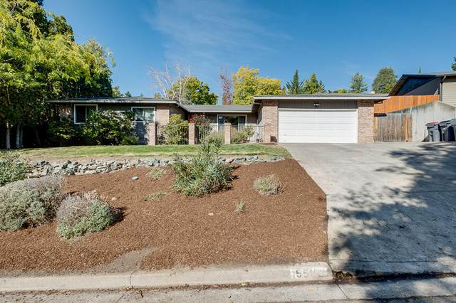 1551 Angelcrest Drive, Medford, OR 97504 (MLS #220133980) :: The Ladd Group
