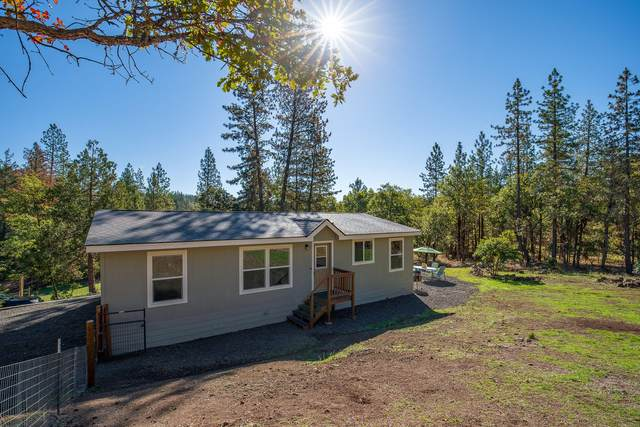 2417 Crowfoot Road, Eagle Point, OR 97524 (MLS #220133986) :: FORD REAL ESTATE