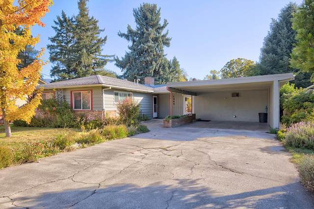 1045 SE Clarey Avenue, Grants Pass, OR 97526 (MLS #220133992) :: Coldwell Banker Sun Country Realty, Inc.