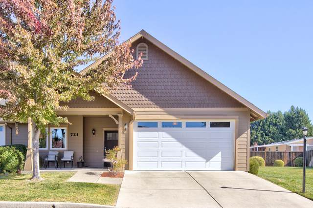 721 SW Kinsington Court, Grants Pass, OR 97526 (MLS #220134020) :: Chris Scott, Central Oregon Valley Brokers
