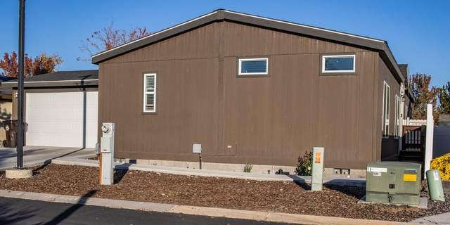 1252 SW Currant Road, Redmond, OR 97756 (MLS #220134044) :: Coldwell Banker Sun Country Realty, Inc.