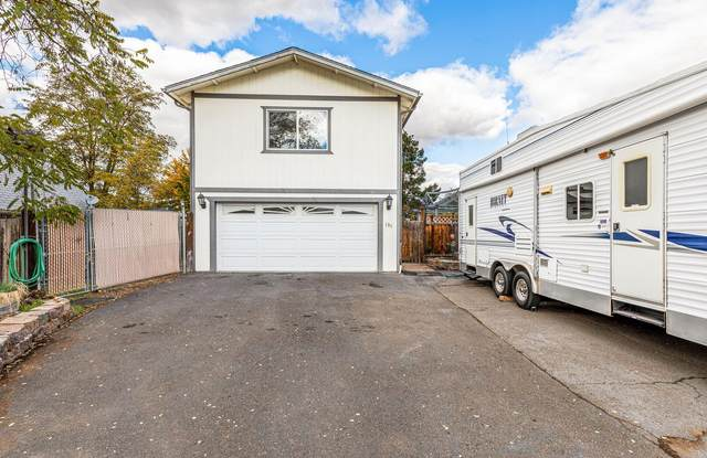 199 Sunwood Drive, Medford, OR 97501 (MLS #220134050) :: Chris Scott, Central Oregon Valley Brokers