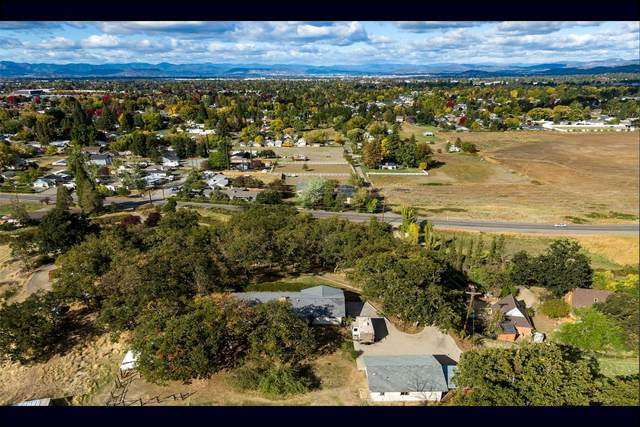 951 S Stage Road, Medford, OR 97501 (MLS #220134067) :: The Ladd Group