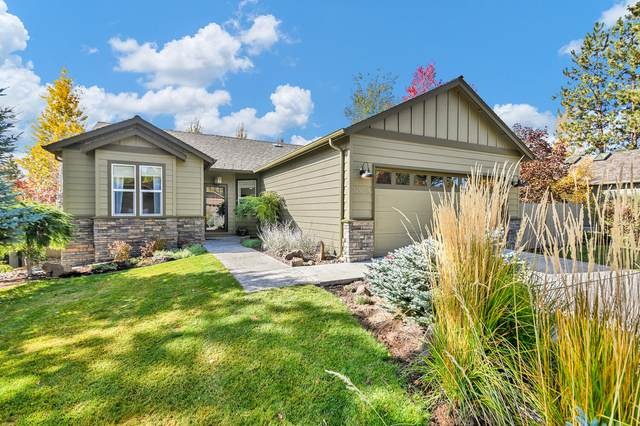 19543 Greatwood Loop, Bend, OR 97702 (MLS #220134098) :: The Ladd Group