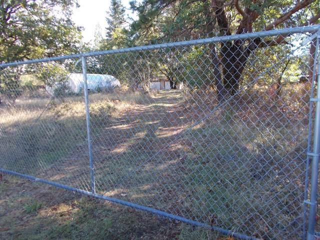 28417 Redwood Highway, Cave Junction, OR 97523 (MLS #220134119) :: Bend Relo at Fred Real Estate Group