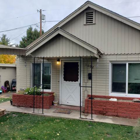 1002 S Holly Street, Medford, OR 97501 (MLS #220134174) :: Vianet Realty
