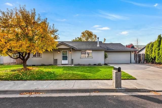 2342 SW Glacier Avenue, Redmond, OR 97756 (MLS #220134206) :: Vianet Realty