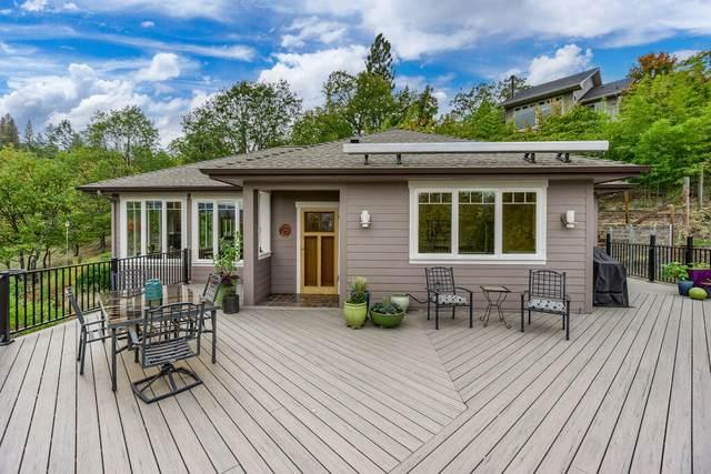 520 Herbert Street, Ashland, OR 97520 (MLS #220134232) :: Bend Homes Now