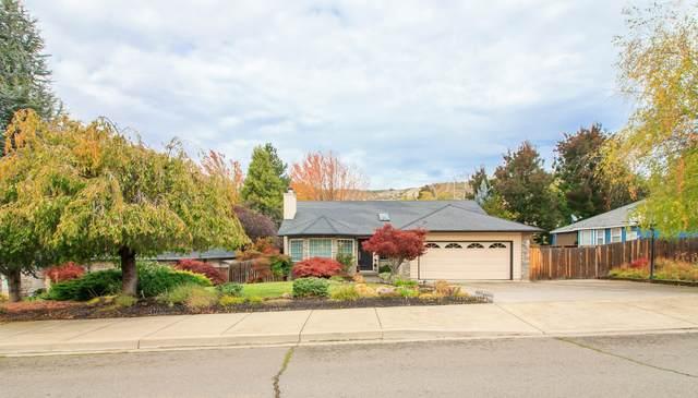 4733 Hillcrest Road, Medford, OR 97504 (MLS #220134233) :: Vianet Realty