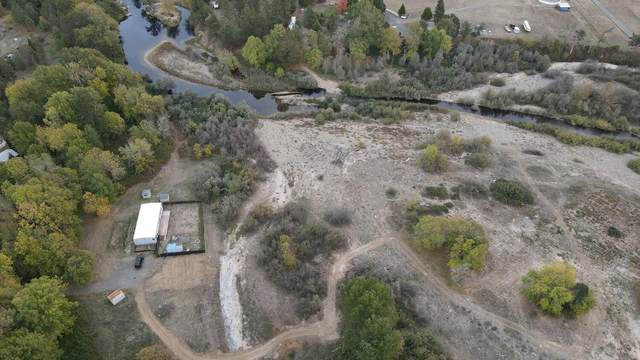 1686 Pine Grove Road, Rogue River, OR 97537 (MLS #220134234) :: FORD REAL ESTATE