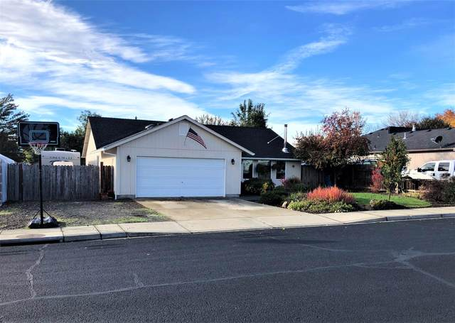 833 Ridgeview Drive, Eagle Point, OR 97524 (MLS #220134236) :: FORD REAL ESTATE