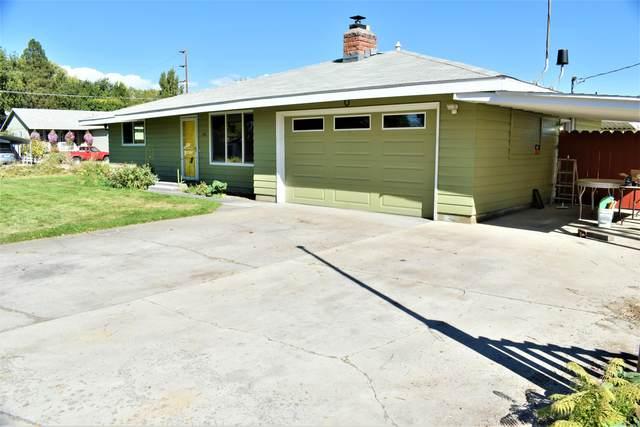 450 NW Harwood Street, Prineville, OR 97754 (MLS #220134238) :: Vianet Realty