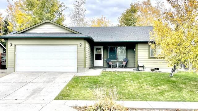 524 NE Black Bear Street, Prineville, OR 97754 (MLS #220134240) :: Bend Homes Now