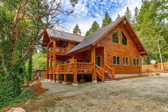 5501 Jumpoff Joe Creek Road, Grants Pass, OR 97526 (MLS #220134255) :: Vianet Realty