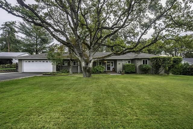 135 White Oak Road, Medford, OR 97504 (MLS #220134275) :: Vianet Realty