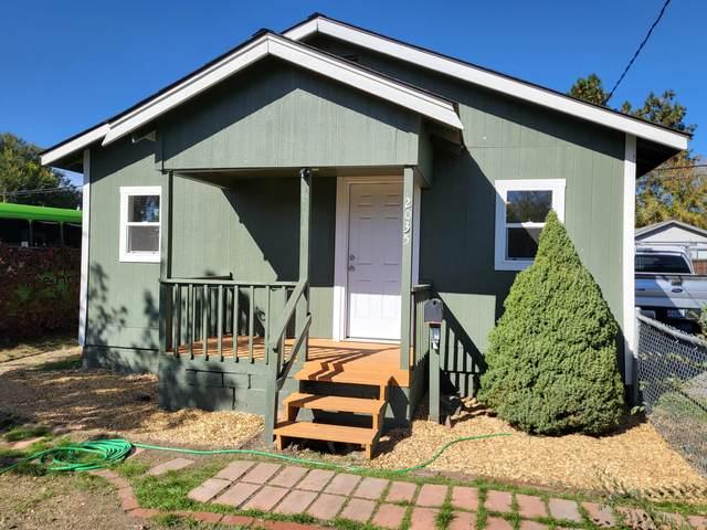 2035 Vine Avenue, Klamath Falls, OR 97601 (MLS #220134284) :: Berkshire Hathaway HomeServices Northwest Real Estate