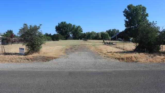 1210 Sweet Road, Medford, OR 97501 (MLS #220134293) :: Bend Homes Now