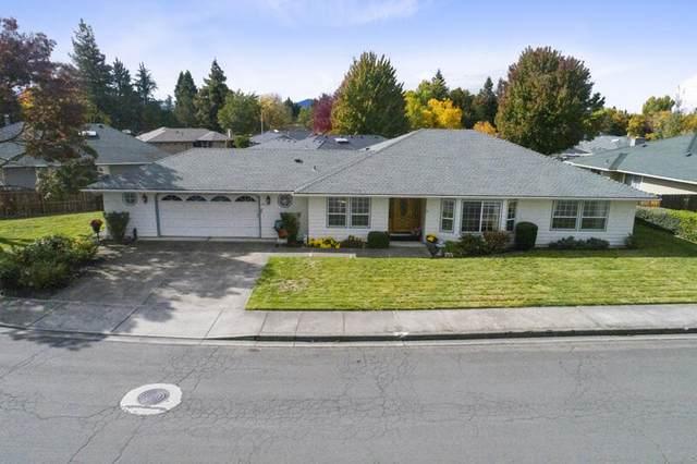 2673 Brookside Drive, Medford, OR 97504 (MLS #220134323) :: Berkshire Hathaway HomeServices Northwest Real Estate
