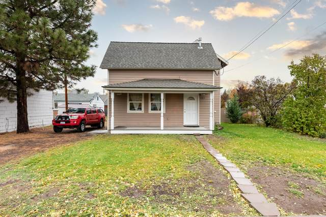 401 NE 6th Street, Prineville, OR 97754 (MLS #220134328) :: Vianet Realty