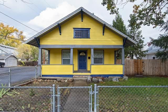 908 W 10th Street, Medford, OR 97501 (MLS #220134338) :: Berkshire Hathaway HomeServices Northwest Real Estate