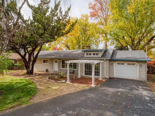 432 Lynnwood Avenue, Medford, OR 97504 (MLS #220134359) :: Bend Relo at Fred Real Estate Group