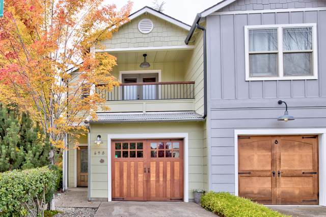 698 SE Vine Maple Lane, Grants Pass, OR 97527 (MLS #220134360) :: Bend Relo at Fred Real Estate Group