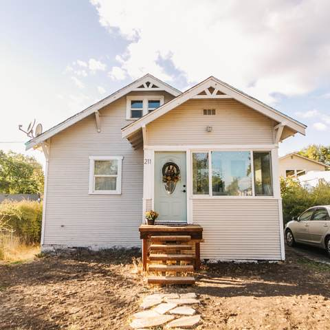 211 Lincoln Street, Klamath Falls, OR 97601 (MLS #220134366) :: Bend Relo at Fred Real Estate Group