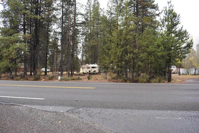 52823 Day Road, La Pine, OR 97739 (MLS #220134448) :: Fred Real Estate Group of Central Oregon