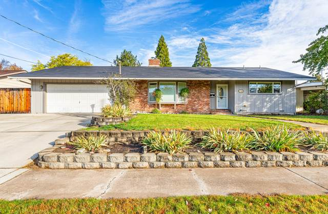 1766 Serenity Drive, Medford, OR 97504 (MLS #220134470) :: Coldwell Banker Bain
