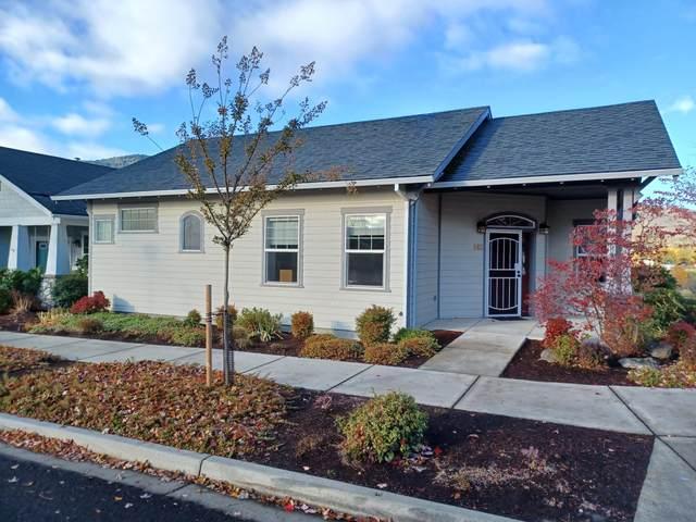 863 Plum Ridge Drive, Ashland, OR 97520 (MLS #220134478) :: Coldwell Banker Bain