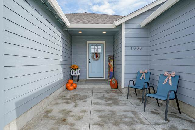 1008 Stonewater Drive, Eagle Point, OR 97524 (MLS #220134484) :: Coldwell Banker Bain