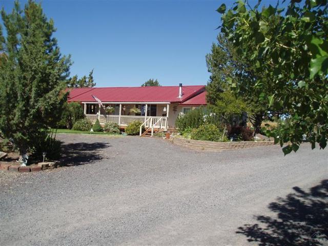 1464 SW Bent Loop, Powell Butte, OR 97753 (MLS #201707399) :: Birtola Garmyn High Desert Realty