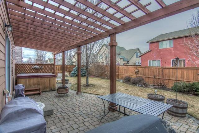 21278 Capella Place, Bend, OR 97702 (MLS #201800161) :: The Ladd Group