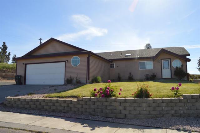 957 SE L Street Loop, Madras, OR 97741 (MLS #201905375) :: Central Oregon Home Pros